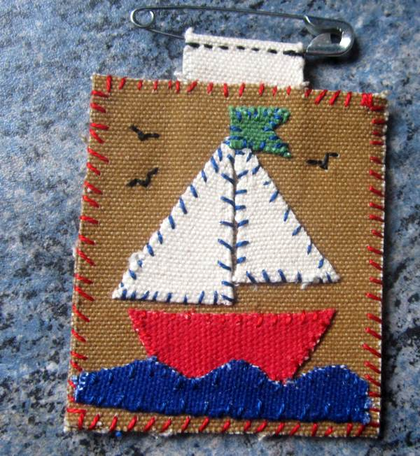 Canvas boat brooch.