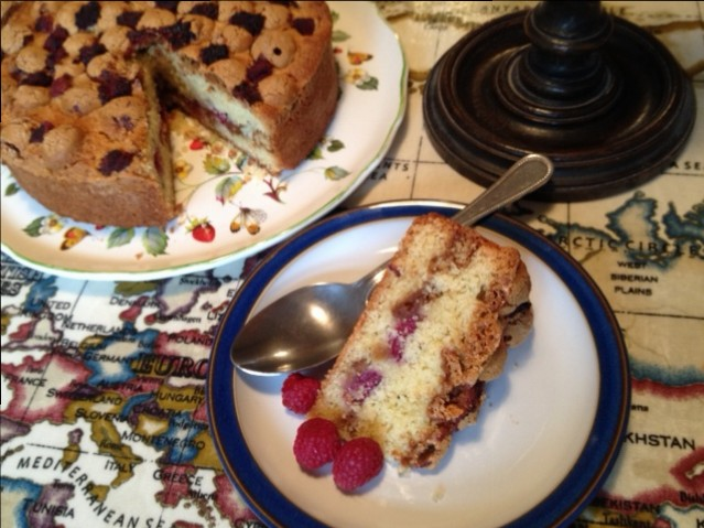 Raspberry and Amaretti Cake